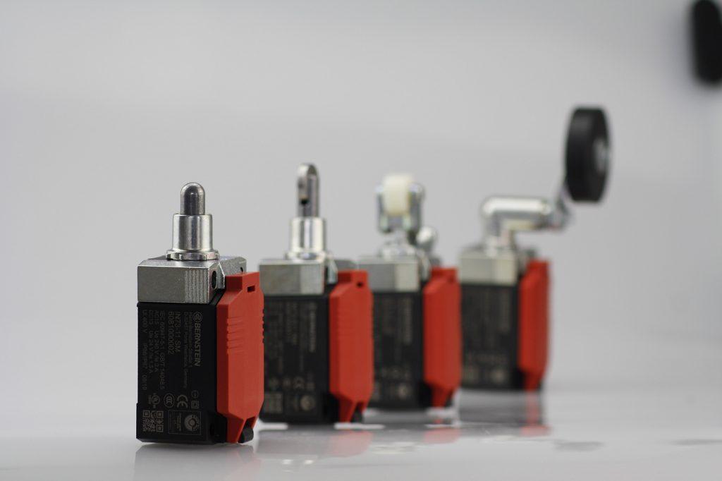 Der Schalter ist mit Betätigern erhältlich, die sich werkzeuglos wechseln lassen.