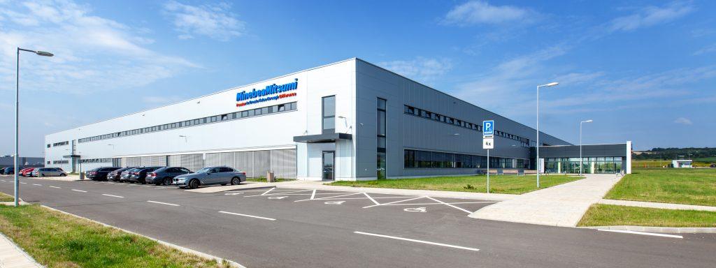 Für die Entwicklung und Fertigung von Antrieben und Elektronikkomponenten hat MinebeaMitsumi 2018 ein neues Werk in Kosiçe in der Slowakei eröffnet.