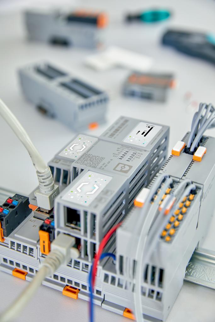Die PLCnext-Steuerung lässt sich flexibel um die jeweils benötigten I/O-Module erweitern