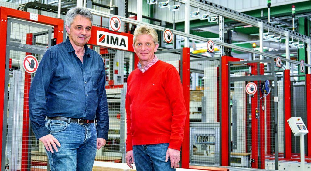 Pierre Favre, Projektleiter bei Fournier, und Michael Gube, Softwareentwickler von IMA Klessmann und Inbetriebnahmeleiter für dieses Anlagenprojekt (v.l.n.r)
