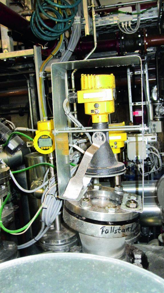Aufgrund der Randbedingungen kam der VegaPuls 64 zum Einsatz, der mit einer Frequenz von 80GHz misst und bei dem Abstrahlwinkel bis zu 3° möglich sind.