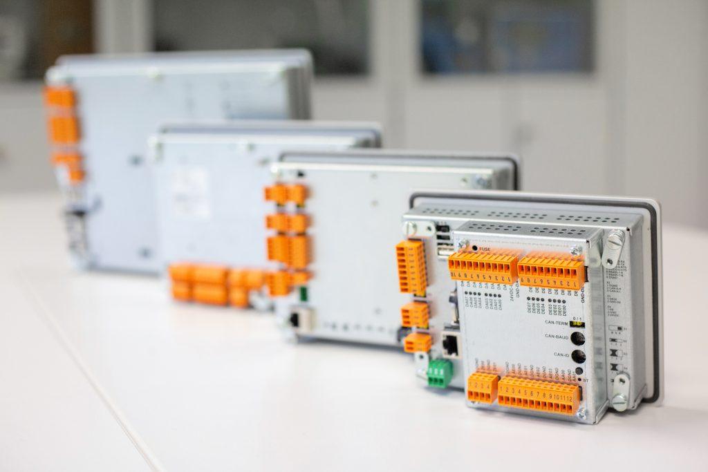 Die rückseitige Ausstattung der Master-Terminals ermöglicht eine individuelle Anpassung.