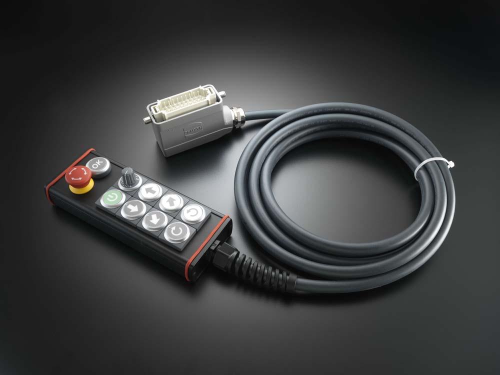 Die Bedieneinheit wird mit verschraubbarem M12-Stecker und Anschlussleitungen in variablen Längen passend nach Kundenwunsch geliefert.