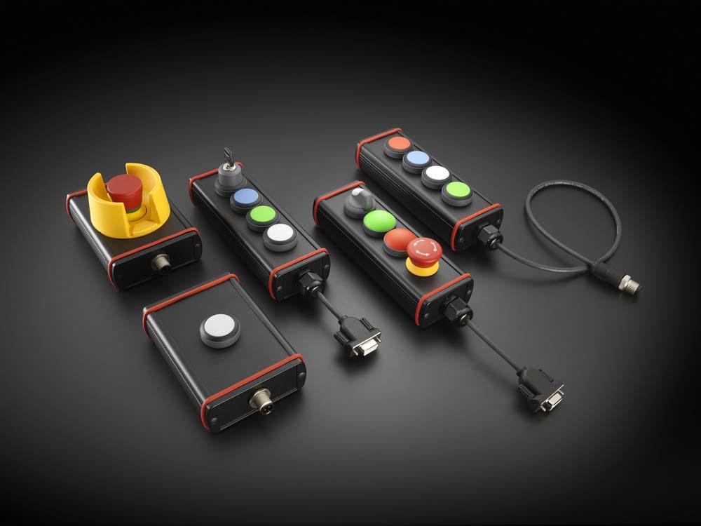 Je nach Einsatzzweck konfektioniert EVG die Plug&Play-Box in unterschiedlichen Abmessungen und integriert bis zu zehn frei wählbare Bedienelemente.