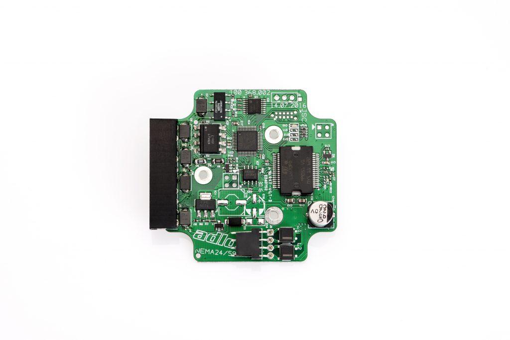 Das neue Servosystem besteht aus einem Schrittmotor mit integriertem Encoder und direkt angebauter Steuerung.