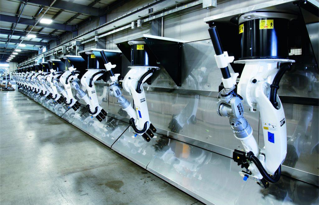 RoboPogo, ein Teile-Haltesystem mit mehreren Gelenkrobotern für die Prüfung großer Bauteile für die Luft- und Raumfahrtindustrie, ist eine Neuentwicklung der Genesis Systems Group.