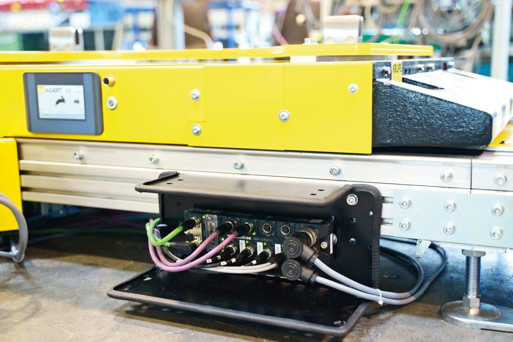 Turcks IP67-SPS steuert die Fördertechnikmodule - zur Peripherie wird per CAN kommuniziert, zur Anlagensteuerung über Profinet oder Ethernet/IP.