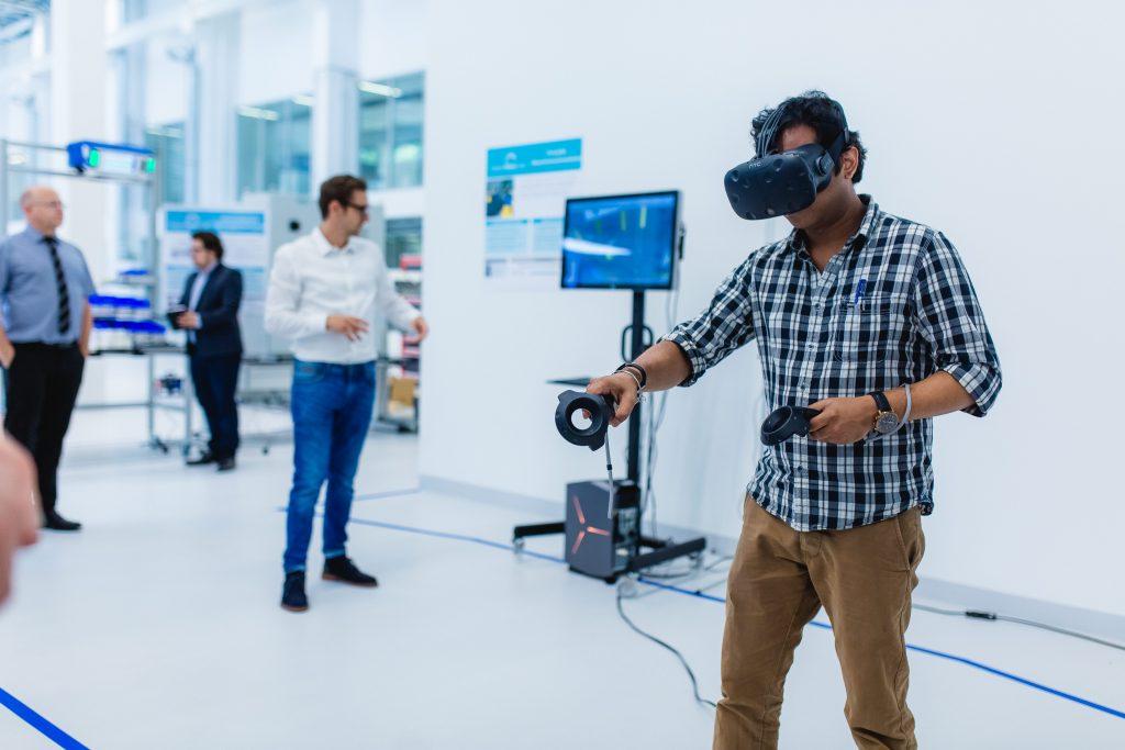 Zu den Technologien, die zukünftig auf dem Shopfloor zu finden sind, gehören auch Virtual und Augmented Reality.