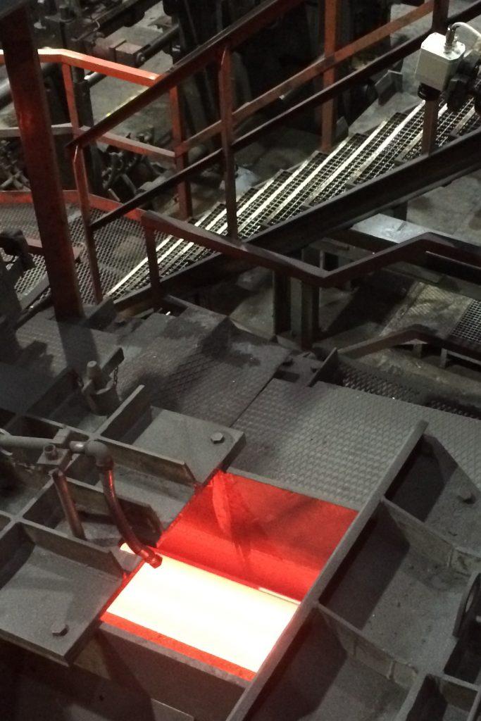 Einbau der Infrarotkamera zur Kontrolle des laufenden Prozesses.